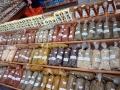 Gewürze und Honig in der Markthalle