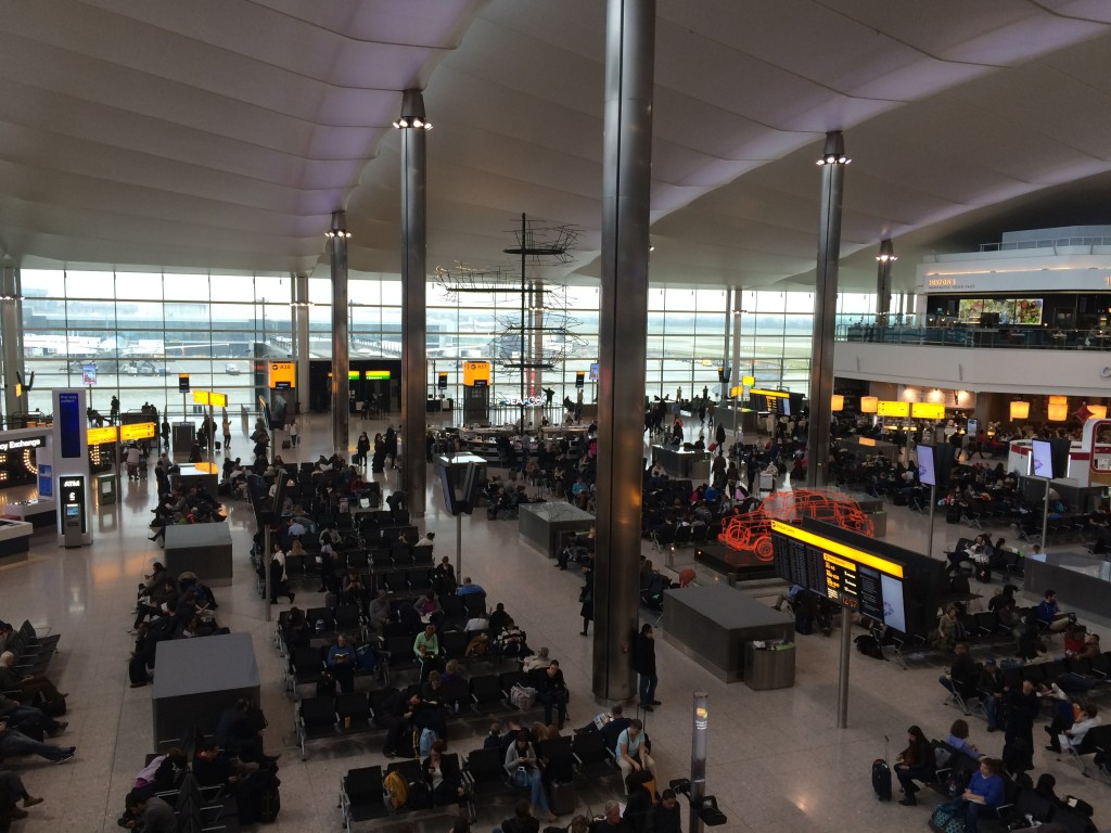 Abflug am Heathrow Airport Terminal 2