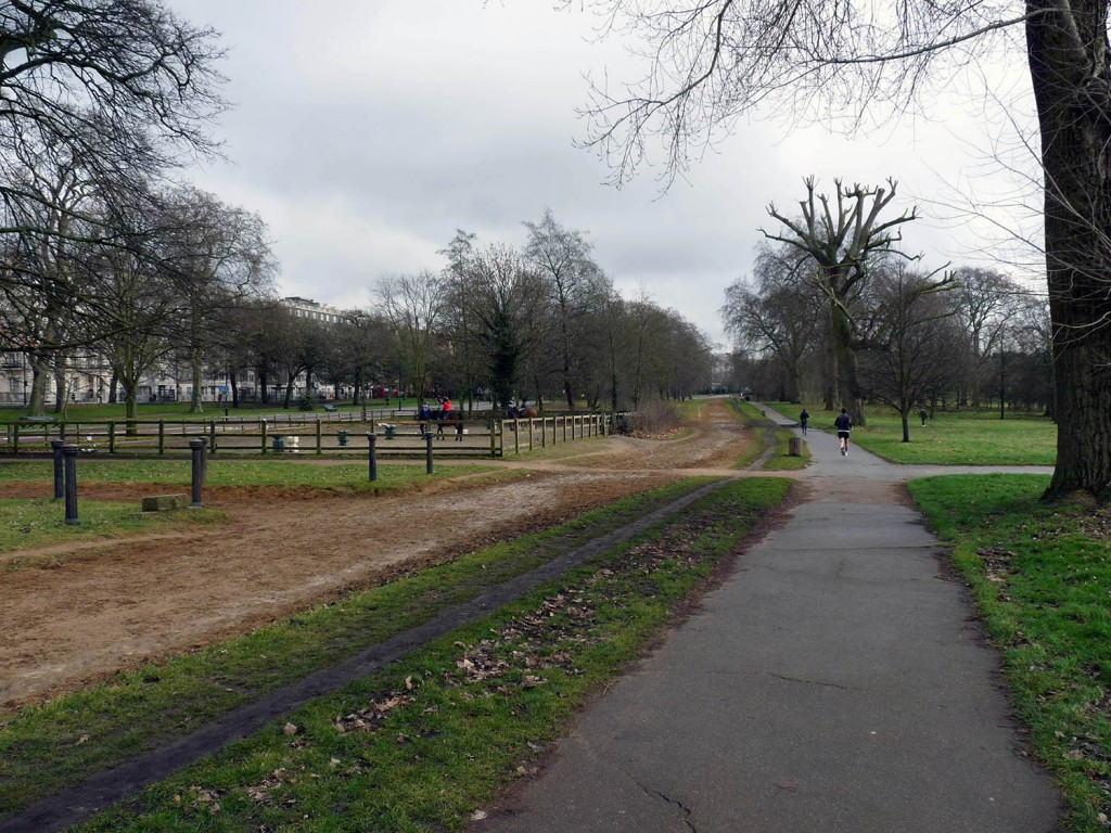 Reitplatz - Reitspur - Fast Lane bzw. Fußgängerweg im Hyde Park