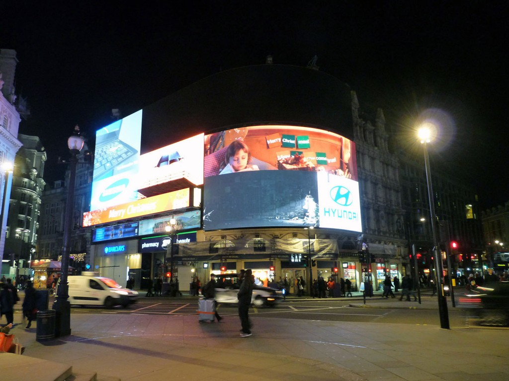 Piccadilly Circus bei Nacht