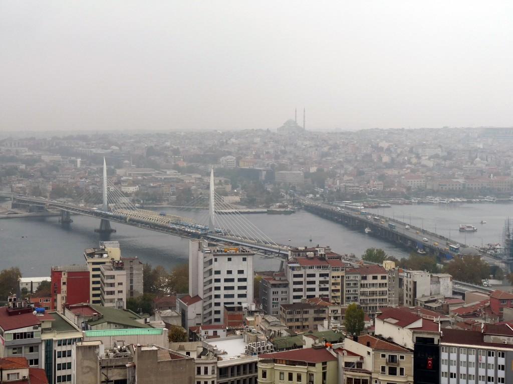 Blick vom Galata-Turm auf die Galata-Brücke (rechts)