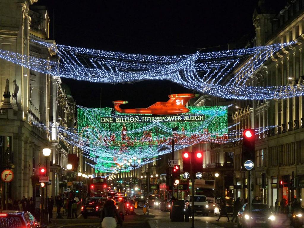 Regent Street mit Weihnachtsbeleuchtung im Jahr 2011