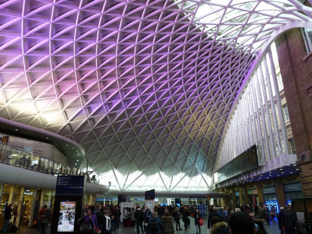 Bahnhof Kings Cross mit dem Gleis 9 3/4 aus den Harry Potter Geschichten