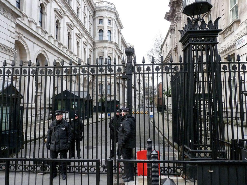 Die Downing Street wird bewacht