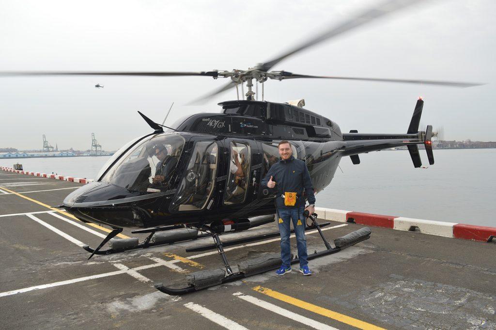 Vor dem Abflug mit dem Hubschrauber