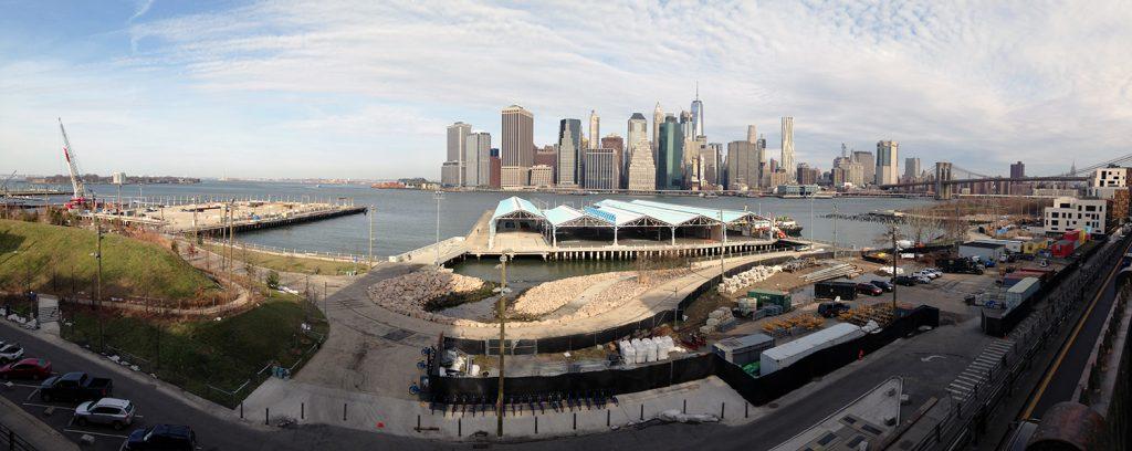 Eine tolle Aussicht von der Brooklyn Heights Promenade auf Manhattan
