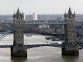 Die Aussicht von The Monument auf die Tower Bridge