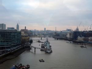 Der Ausblick von der Tower Bridge auf die Themse