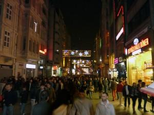Istiklal Straße am Samstagabend