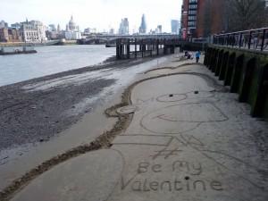 Strandkunst an der Gabriel Wharf