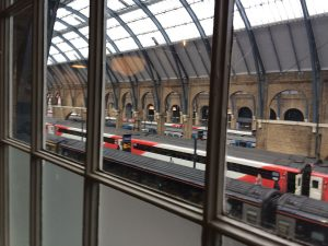 Blick auf die Bahnsteige der Kings Cross Station