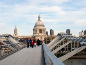 Unterwegs auf der Millenium Bridge