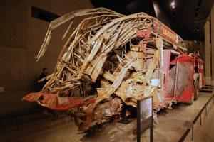 Ein durch den Terroranschlag zerstörtes Feuerwehrauto