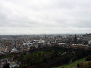 Die Princess Street vom Edinburgh Castle ausgesehen